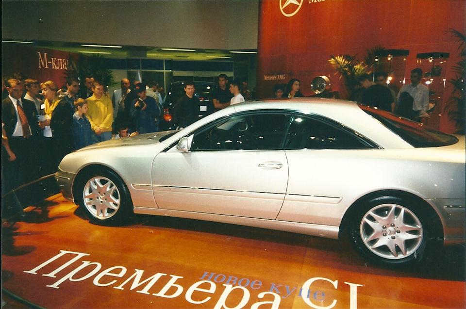 В марте 1999 года, на Женевском автосалоне дебютировал новый Mercedes-Benz CL W215. А в августе — премьера в Москве. Очень красив, гад.