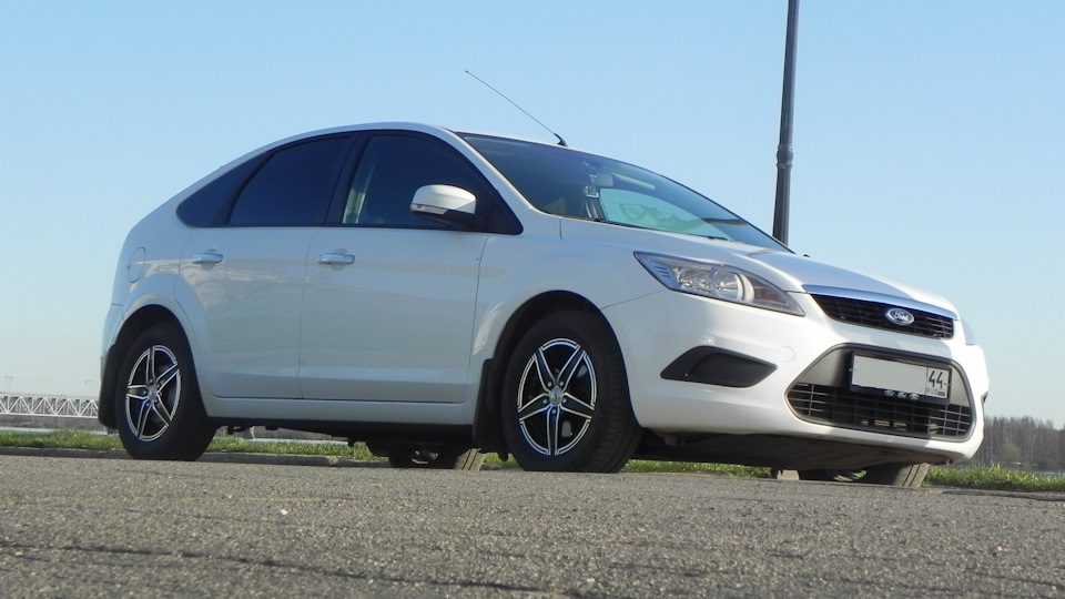 Ford Focus Hatchback Frozen White | DRIVE2