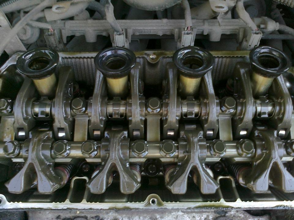 Замена прокладки клапанной крышки — Mitsubishi Carisma, 1.6 л., 2003 года  на DRIVE2