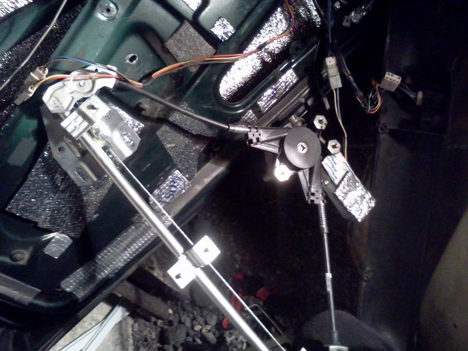 Фото №8 - замена тросика стеклоподъемника ВАЗ 2110