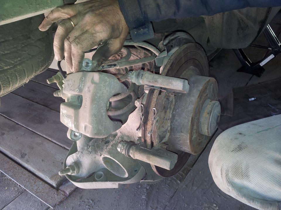 Замена тормозных колодок меган 2 своими руками