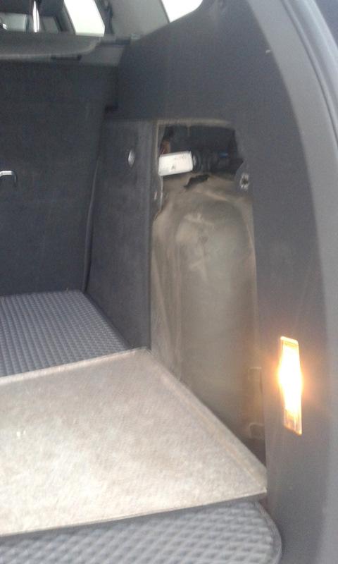установили розетку в багажник, а в нее воткнули роутер