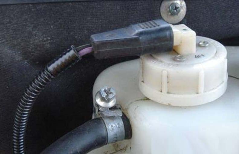 Фото №13 - расширительный бачок системы охлаждения двигателя ВАЗ 2110