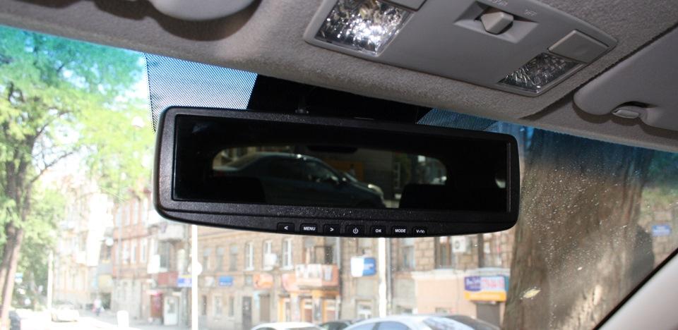 Зеркало с регистратором и камерой заднего вида