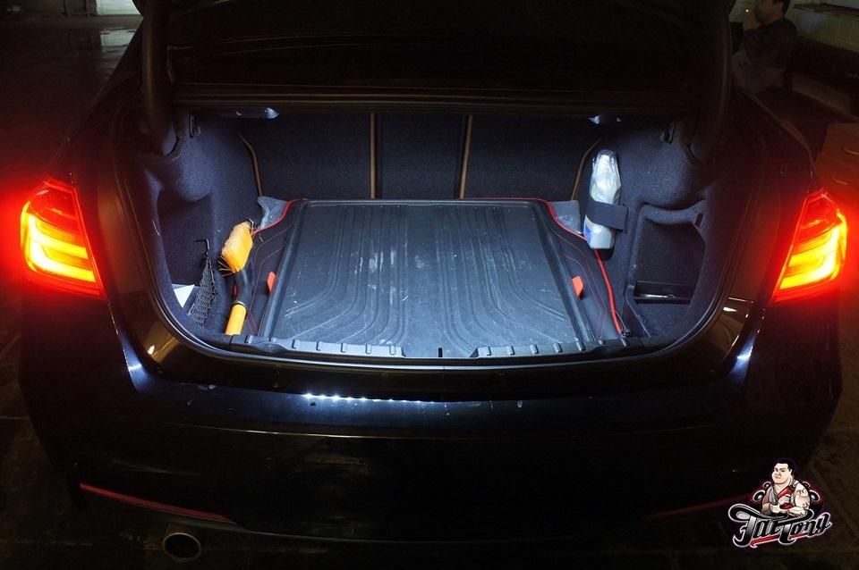 BMW F30. Янтарная подсветка салона.