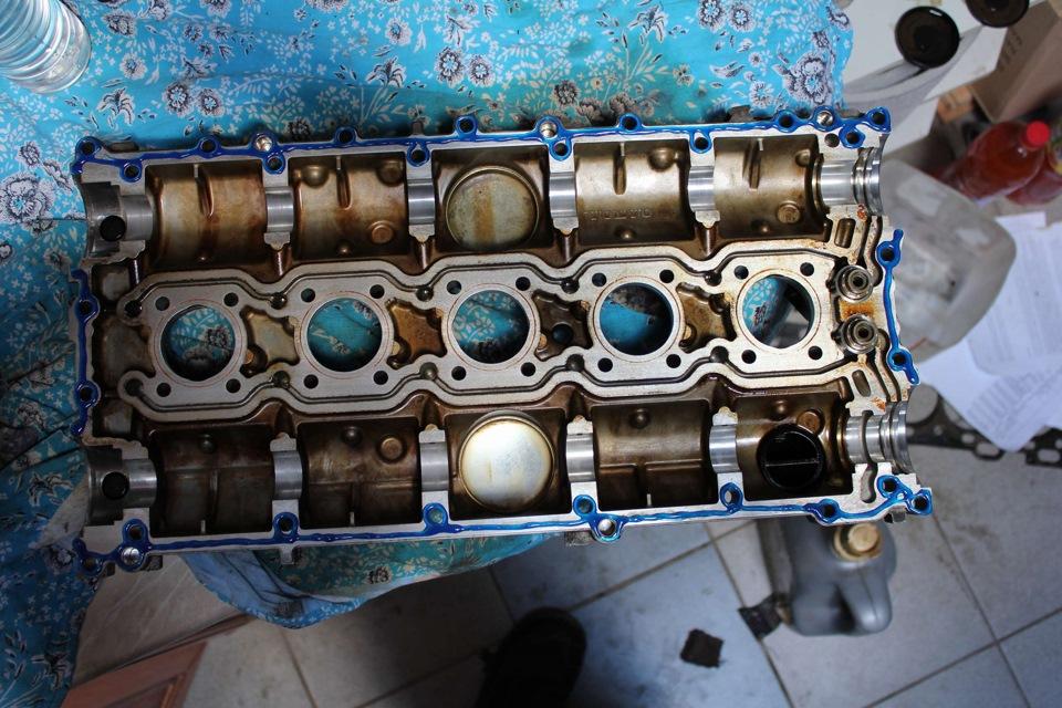 volvo s60 t5 масло под клапанной крышкой