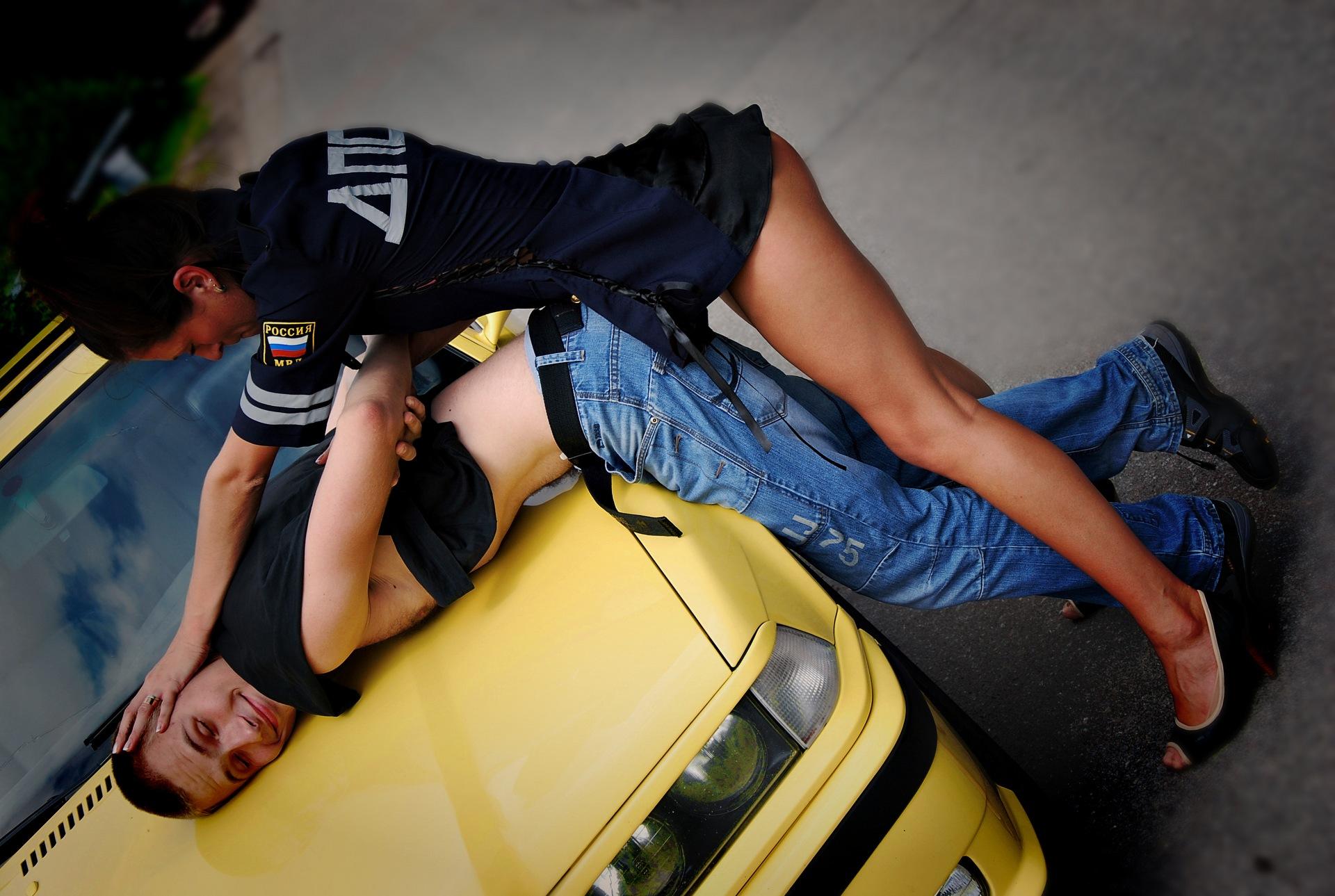 превышение гаишник девушку н6а скорости дороге за трахнул