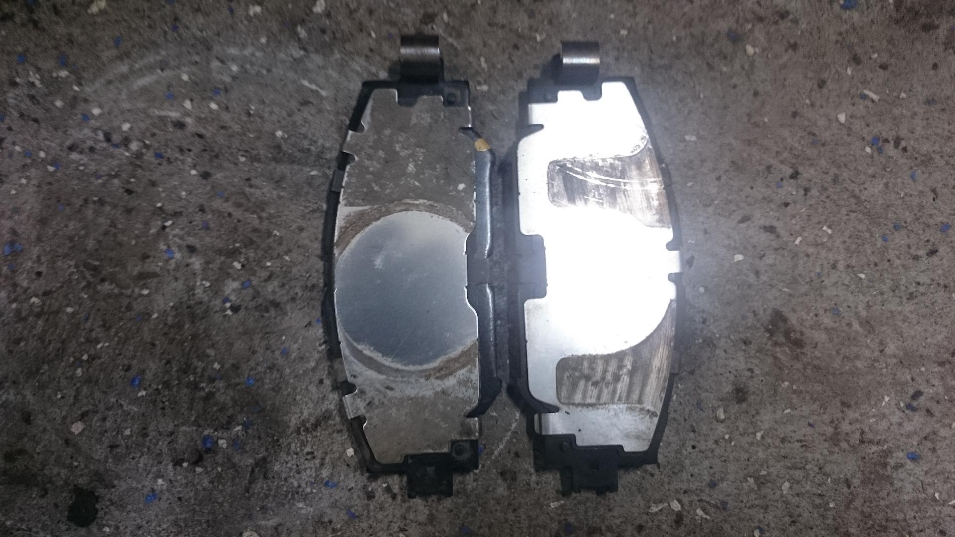 toyota оригинальные тормозные колодки пластины смазка