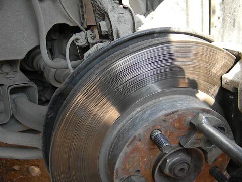Приспособление для проточки тормозных дисков своими руками