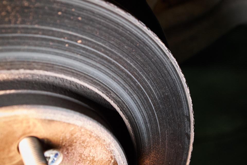 Изношенный передний тормозной диск Honda CR-V