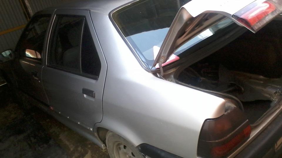 марка машины со знаком ромб