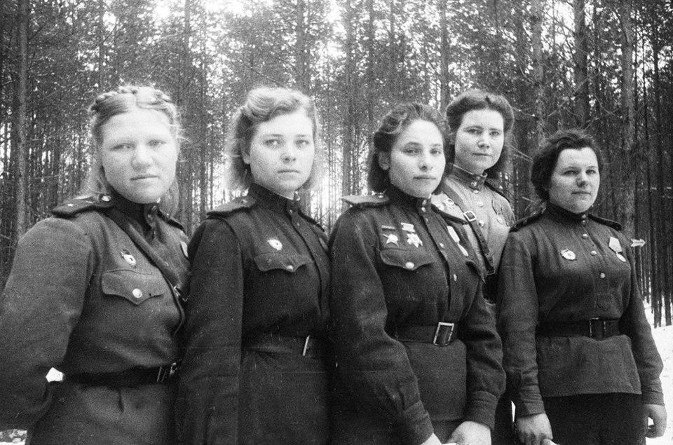 Девушки на войне картинки