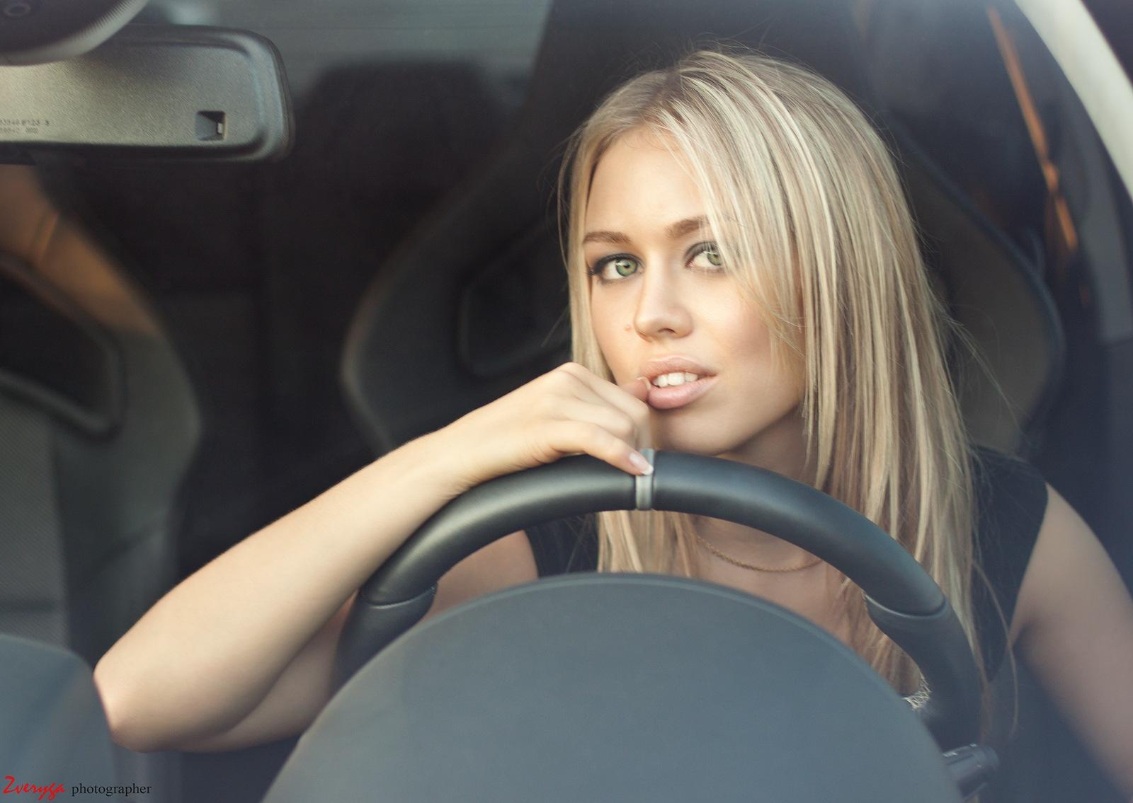 Хозяйка водитель секс, Накаченный водитель трахает свою хозяйку в машине 13 фотография