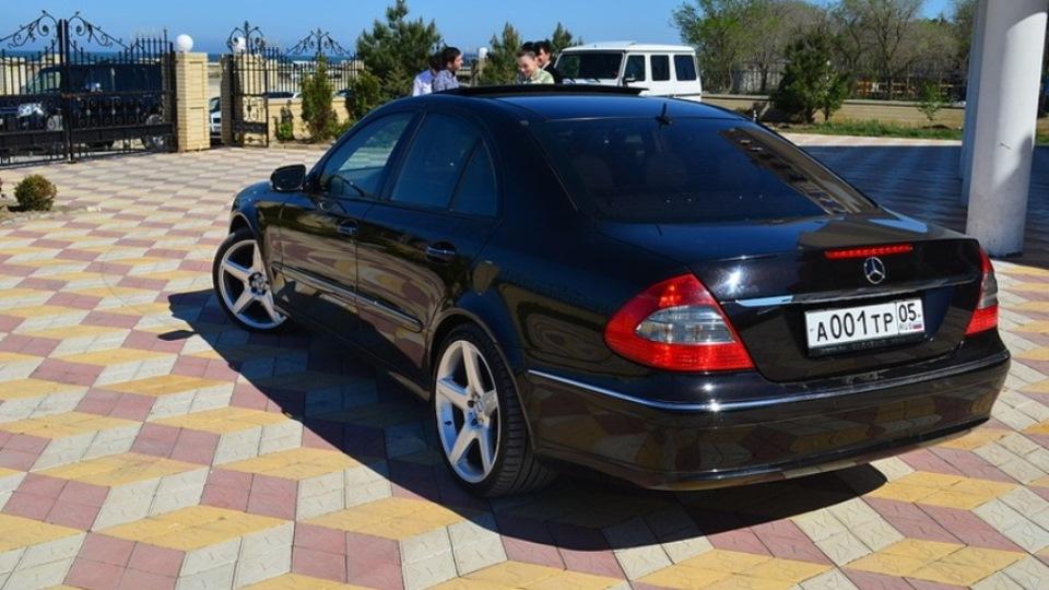 Mercedes benz e class e500 4matic designo drive2 for Mercedes benz e class e500