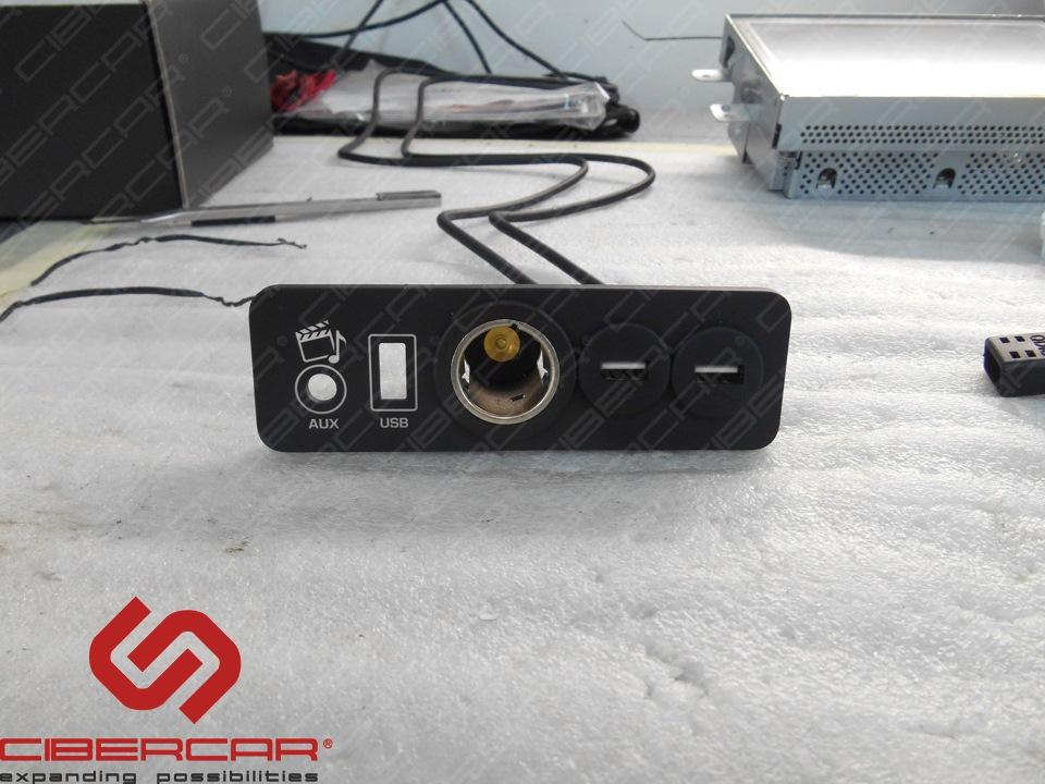 Врезка USB-разъемов в штатную панель расположенную в подлокотнике.