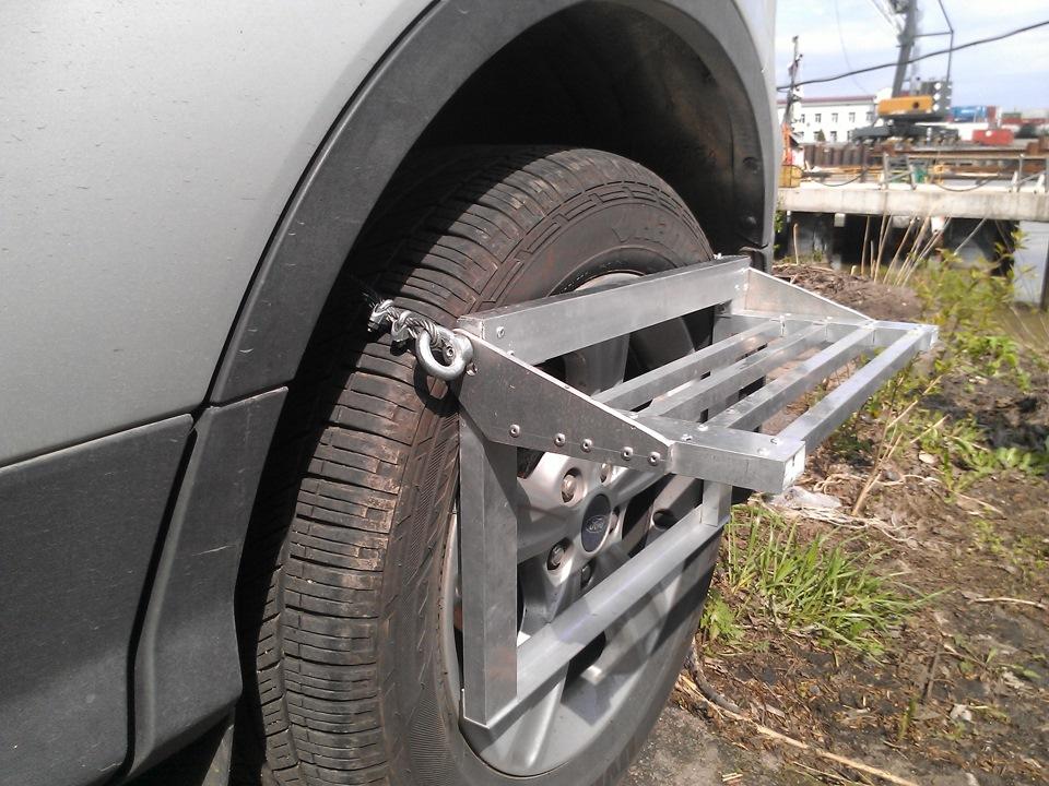 Ступенька на колесо автомобиля