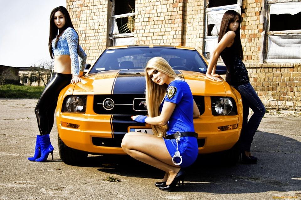 завязывала три девушки возле желтой машины картинки игрушку