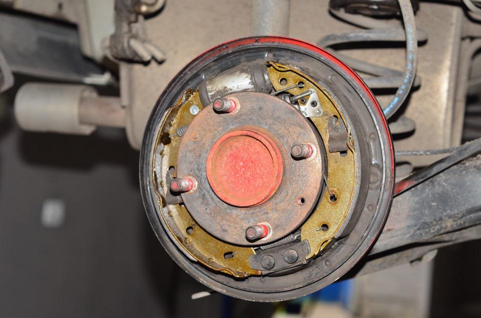 Замена тормозных колодок мицубиси аутлендер 3 своими руками 19