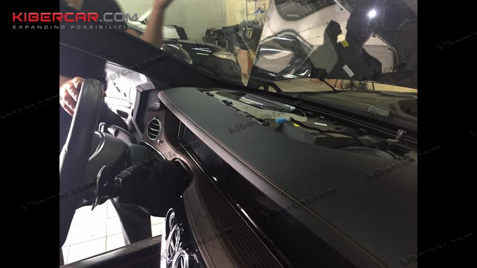 Начало процесса демонтажа монитора для дальнейшей установки емкостной тач-панели.