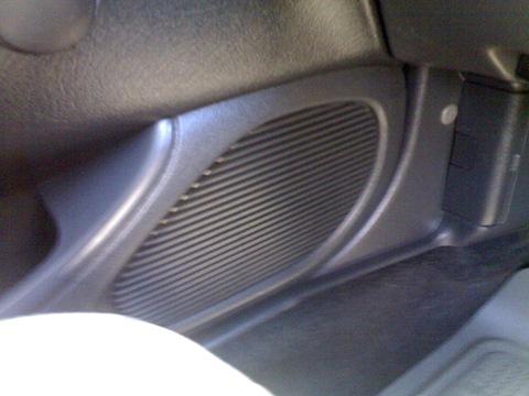 магнитофончик простенький Pioneer DEH-P4950MP но играет неплохо, диски не царапает и на плохих дорогах не тормозит...
