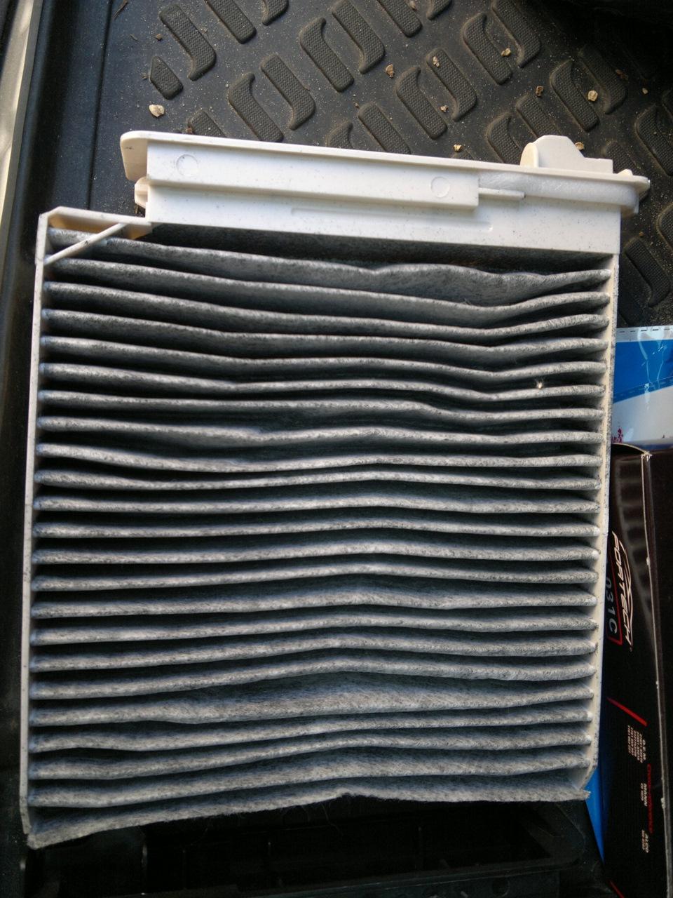 Где находиться салонный фильтр рено дастер