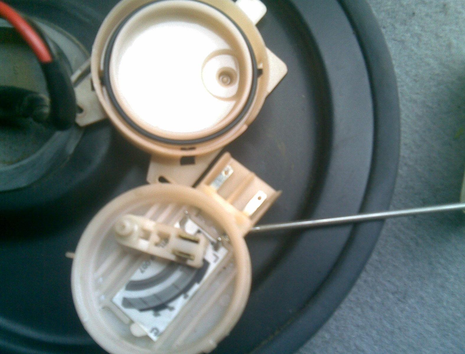 фольксваген поло замена датчика уровня топлива