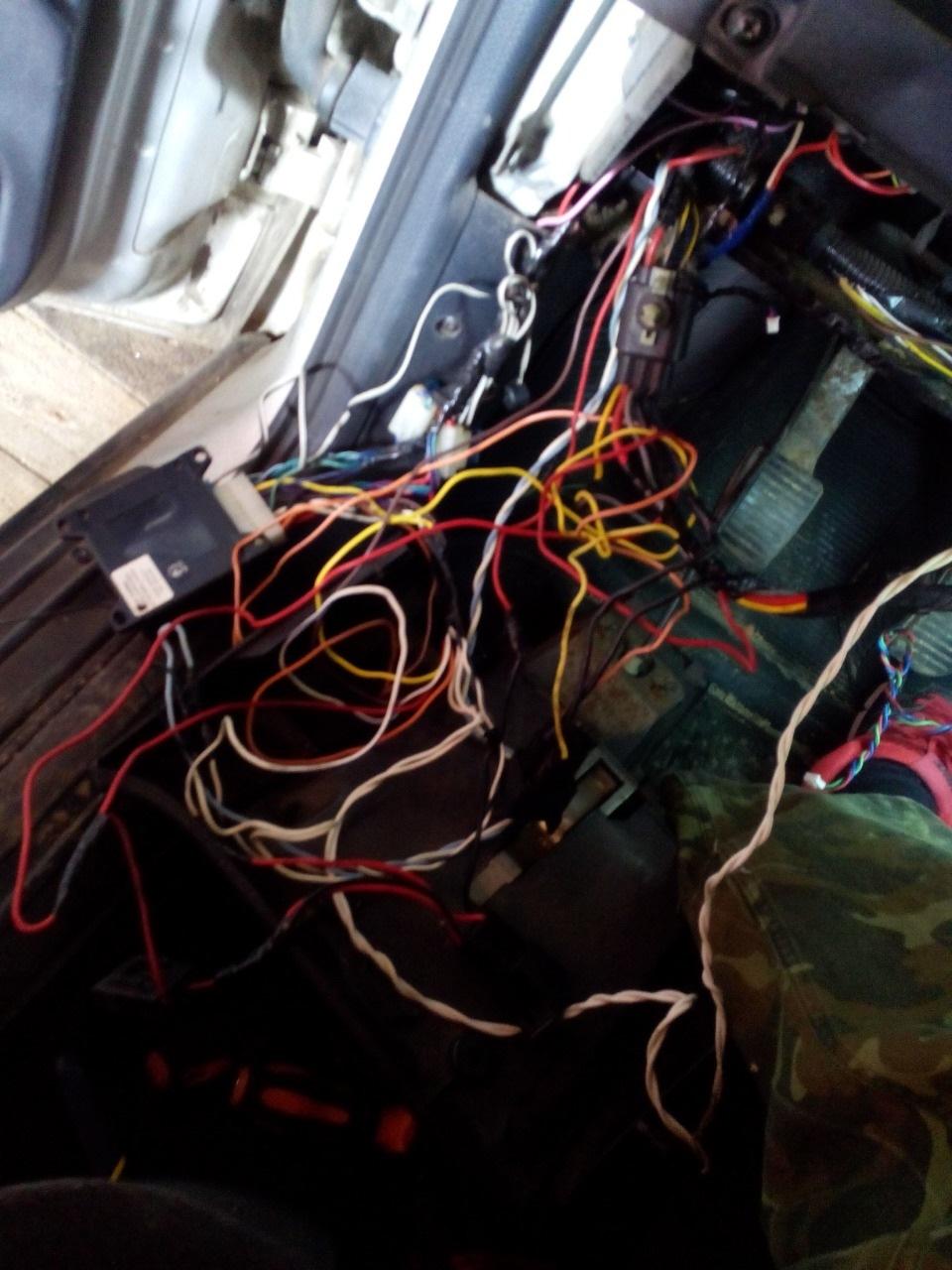схема управления светом салона автомобиля форд скорпио