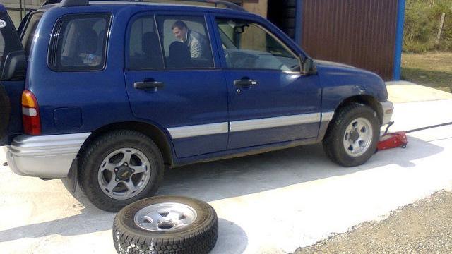 ролик натяжителя на chevrolet tracker 2000