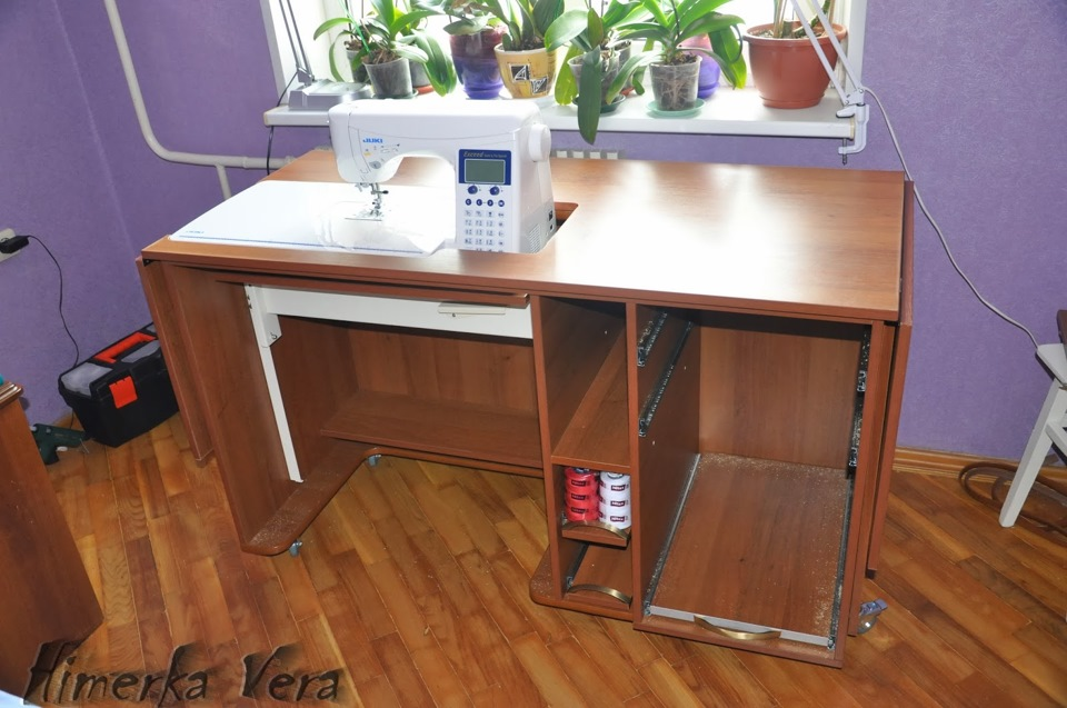 Как сделать стол под машинку 123