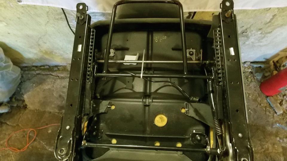 передние сиденья от ford scorpio