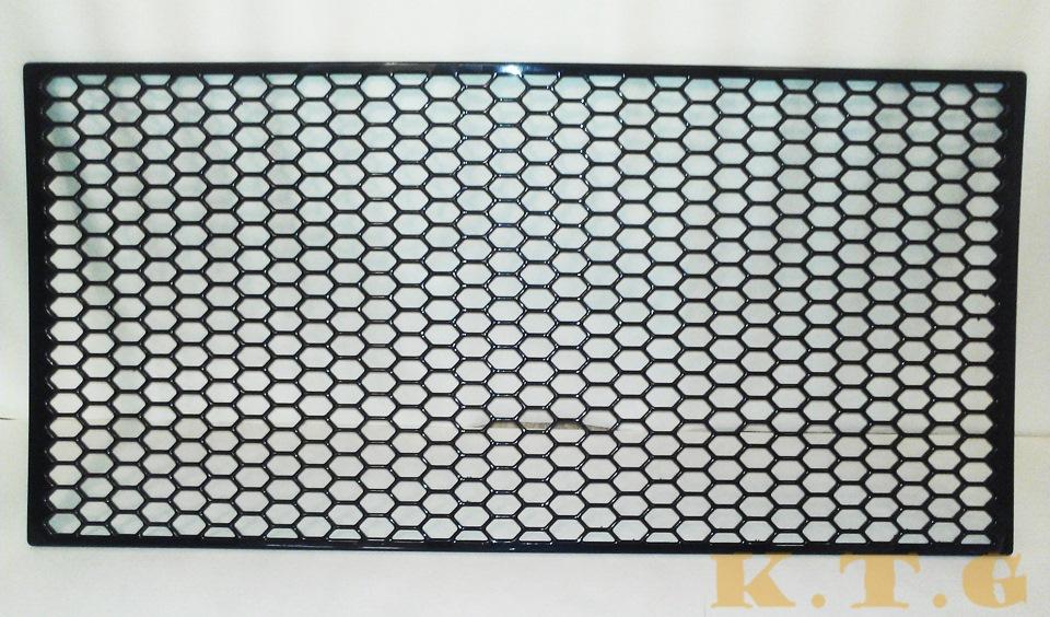 Декоративная решетка радиатора автомобиля