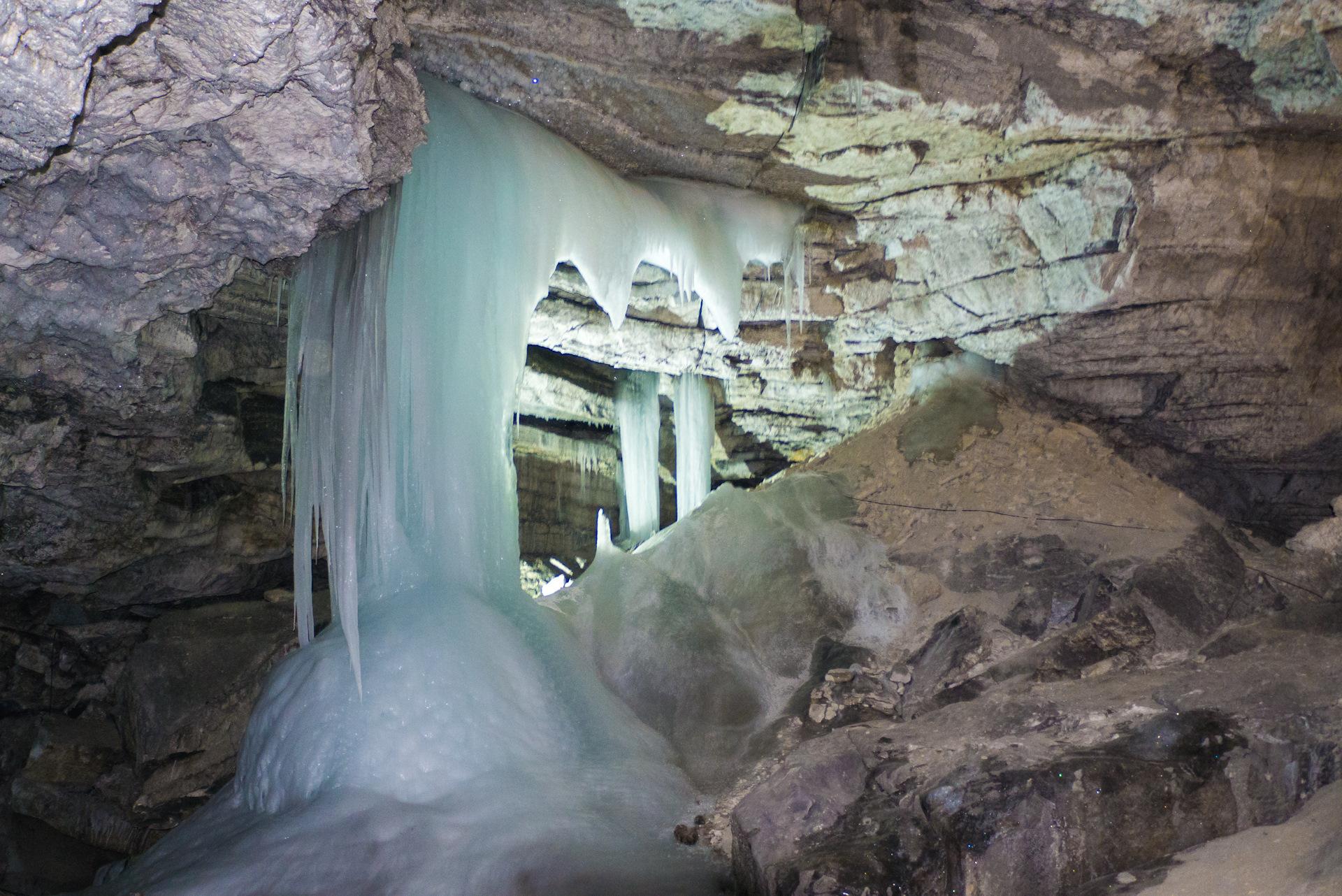 Видео кунгурская ледяная пещера, девушки кончают на съемках порно фильма