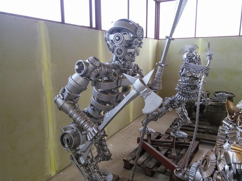 Фото скелетов человека из автомобильных запчастей