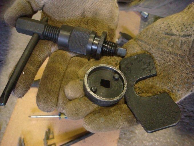 Съемник для замены задних тормозных колодок своими руками