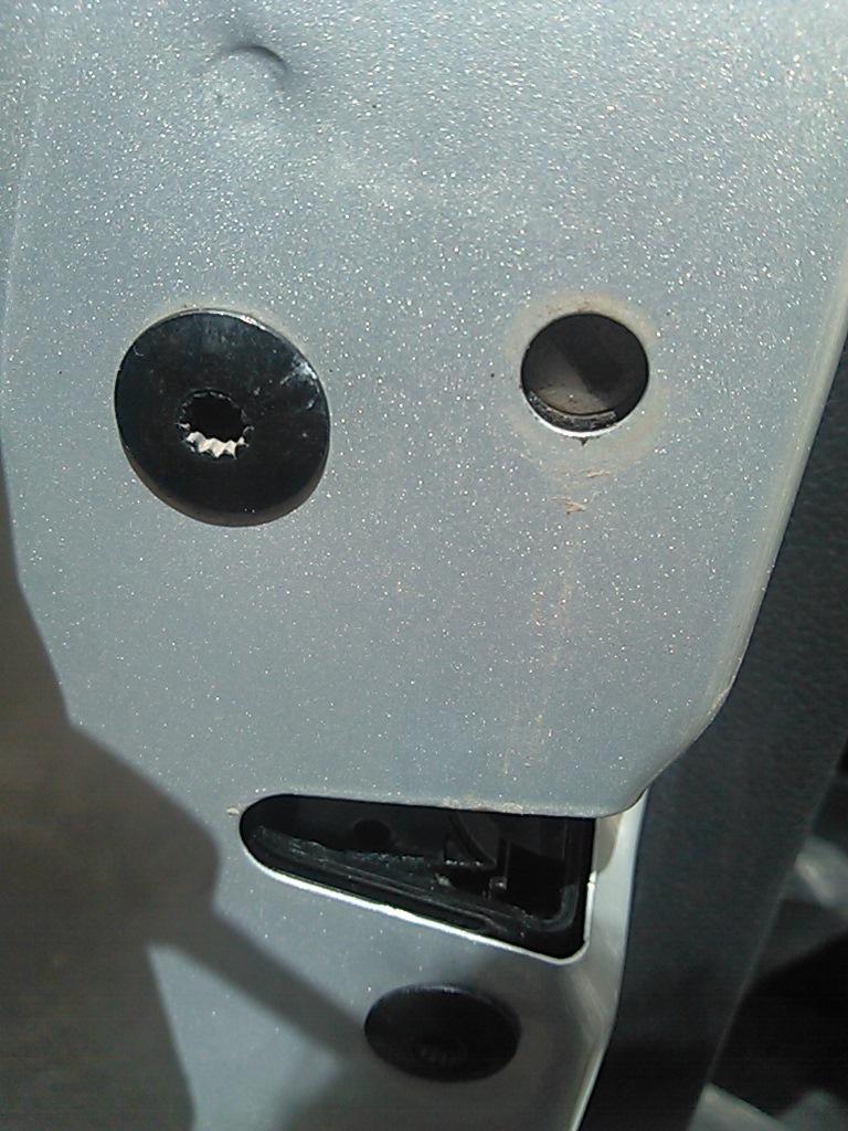 как заблокировать двери в фольксвагене поло