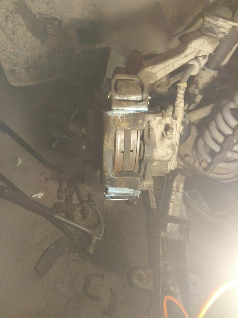 9wAAAgMQauA 960 - Крепление суппорта нива шевроле