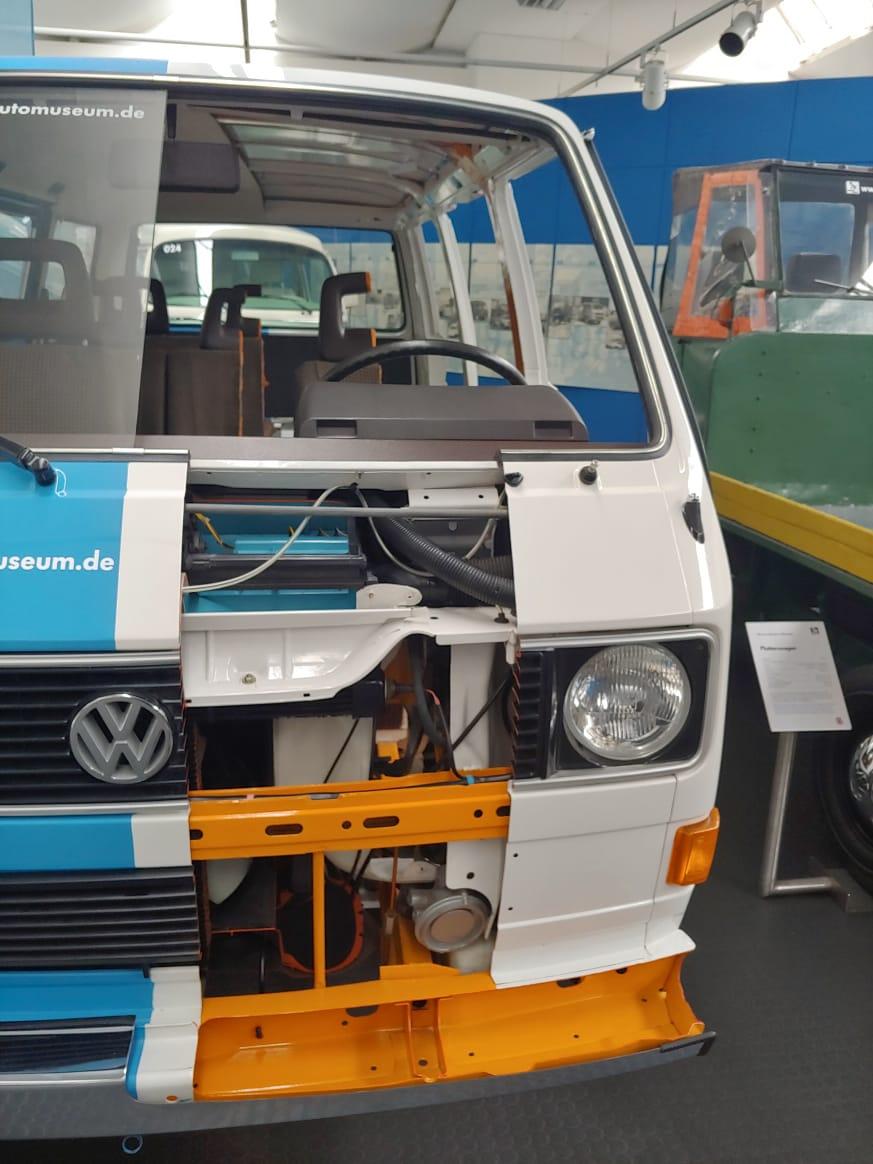 Транспортер в разрезе конвейера белые