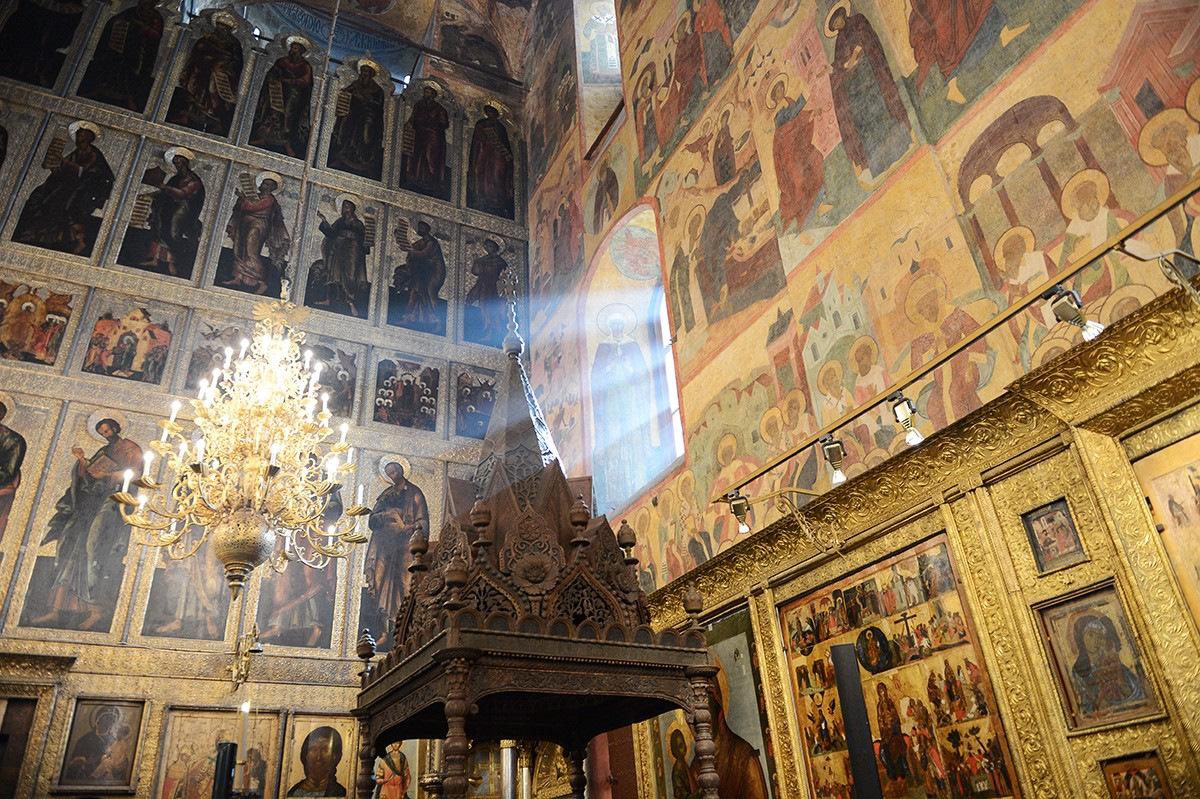 кладах волнуют картинки успенский собор московского кремля внутри настолько плотно окутывают