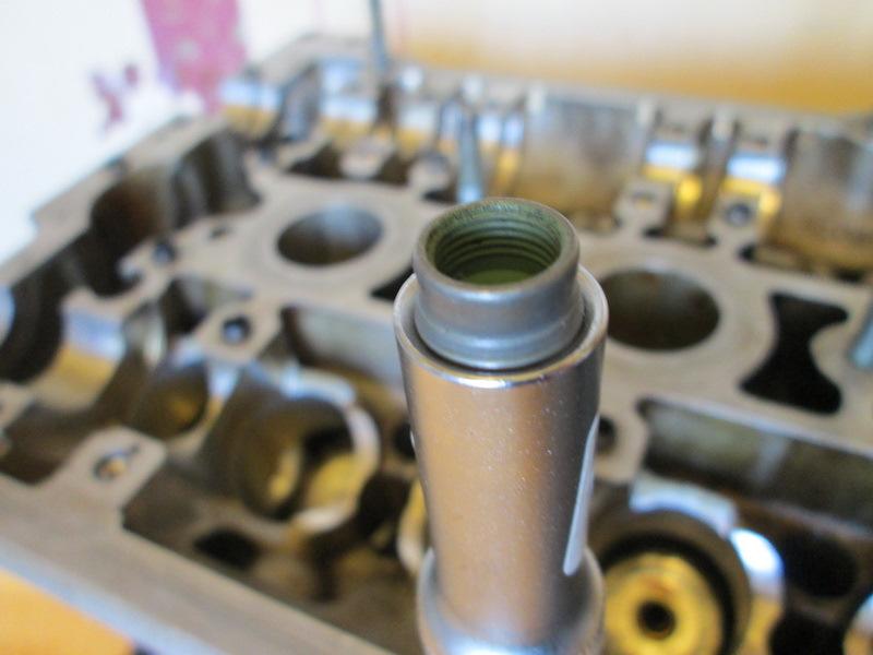 Установка маслосъемных колпачков