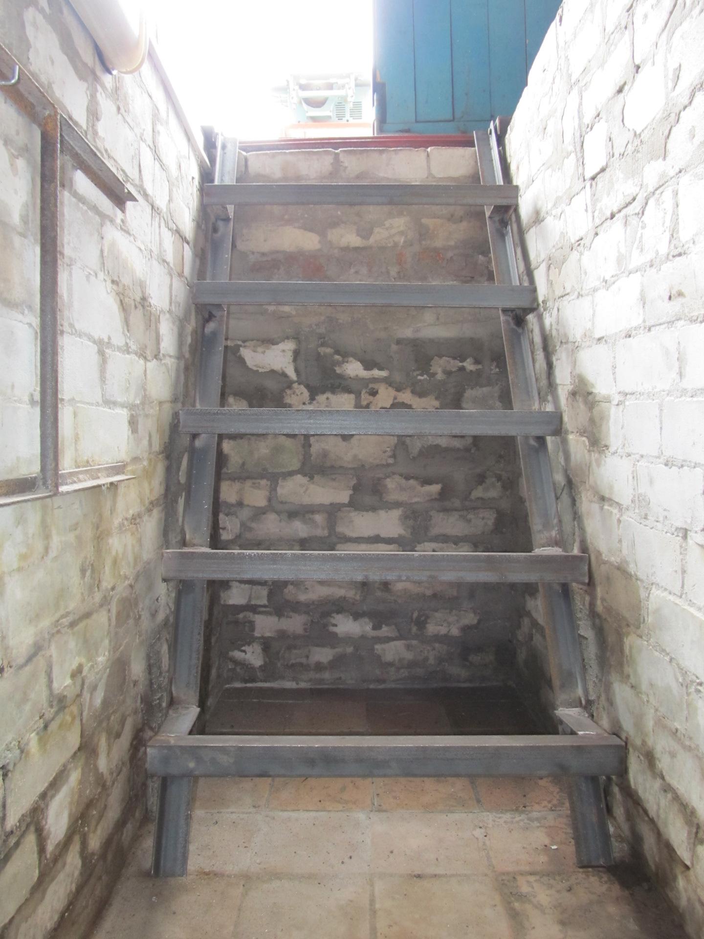 гараж лестница в подвал фото его