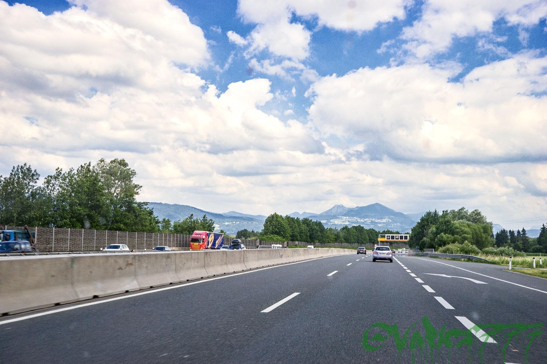 Развитая дорожная сеть Австрии в отличном состоянии