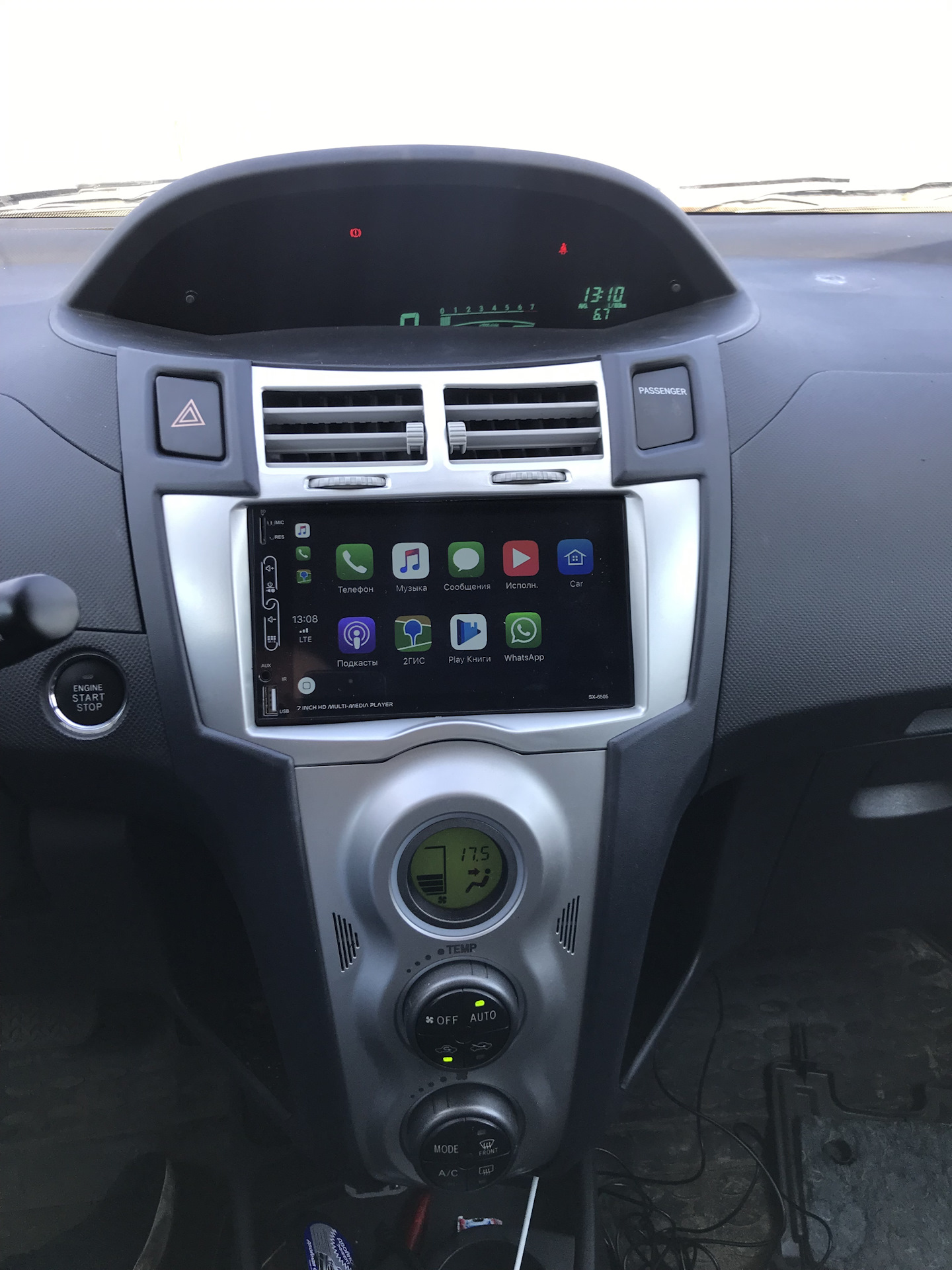 apple car toyota yaris