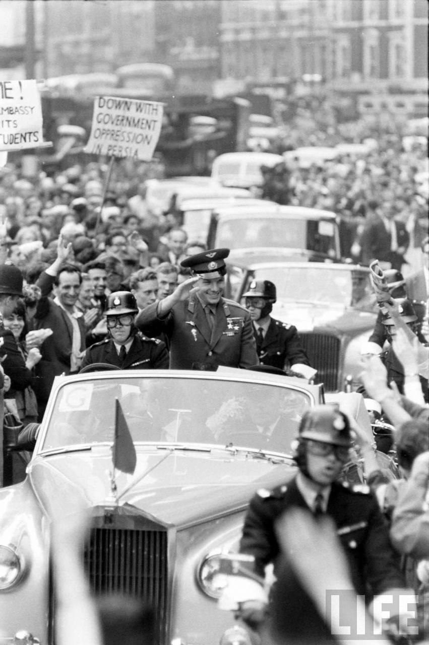 Гагарин фото в америке среди