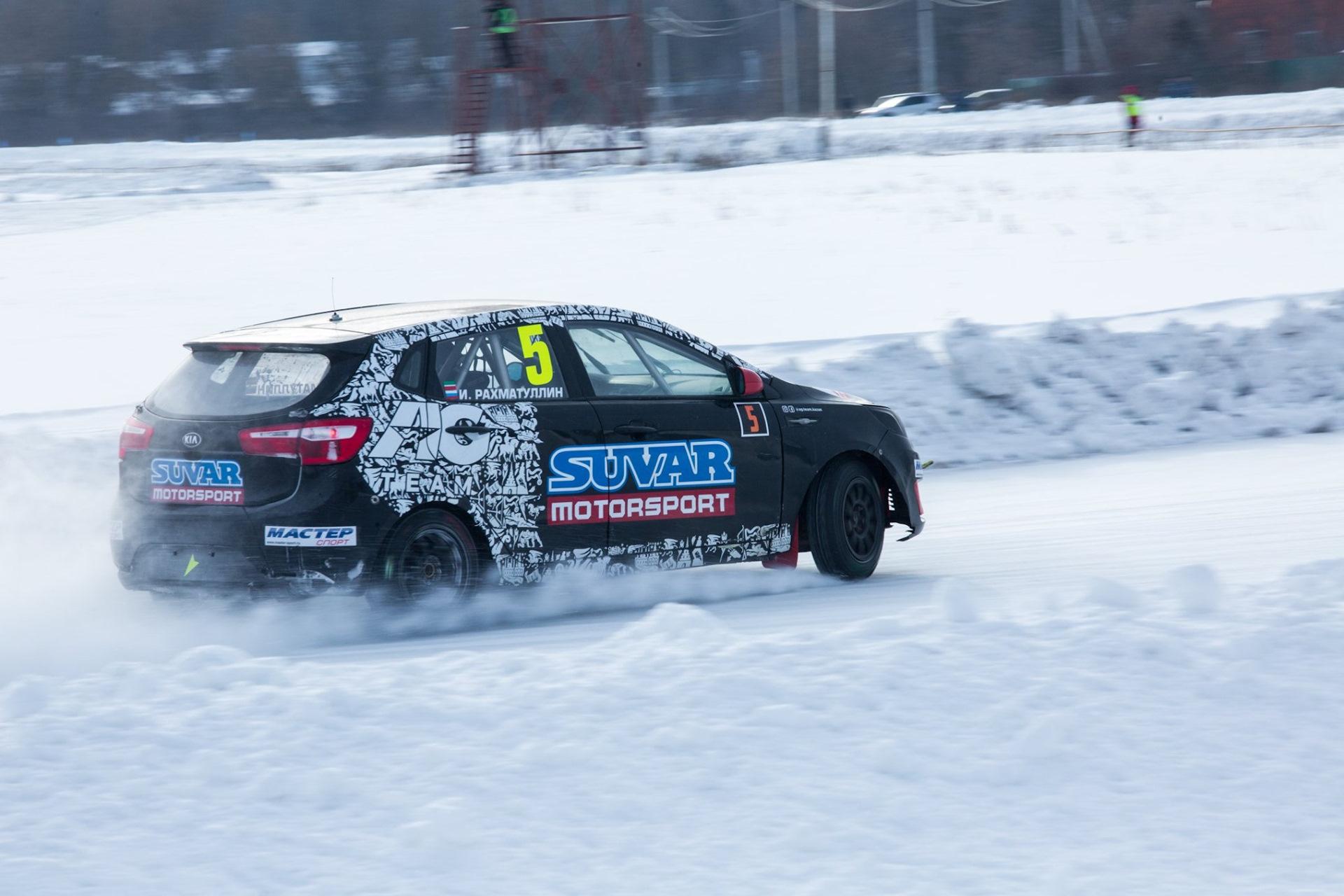 зимняя гонка фрэнки машины светлый зал