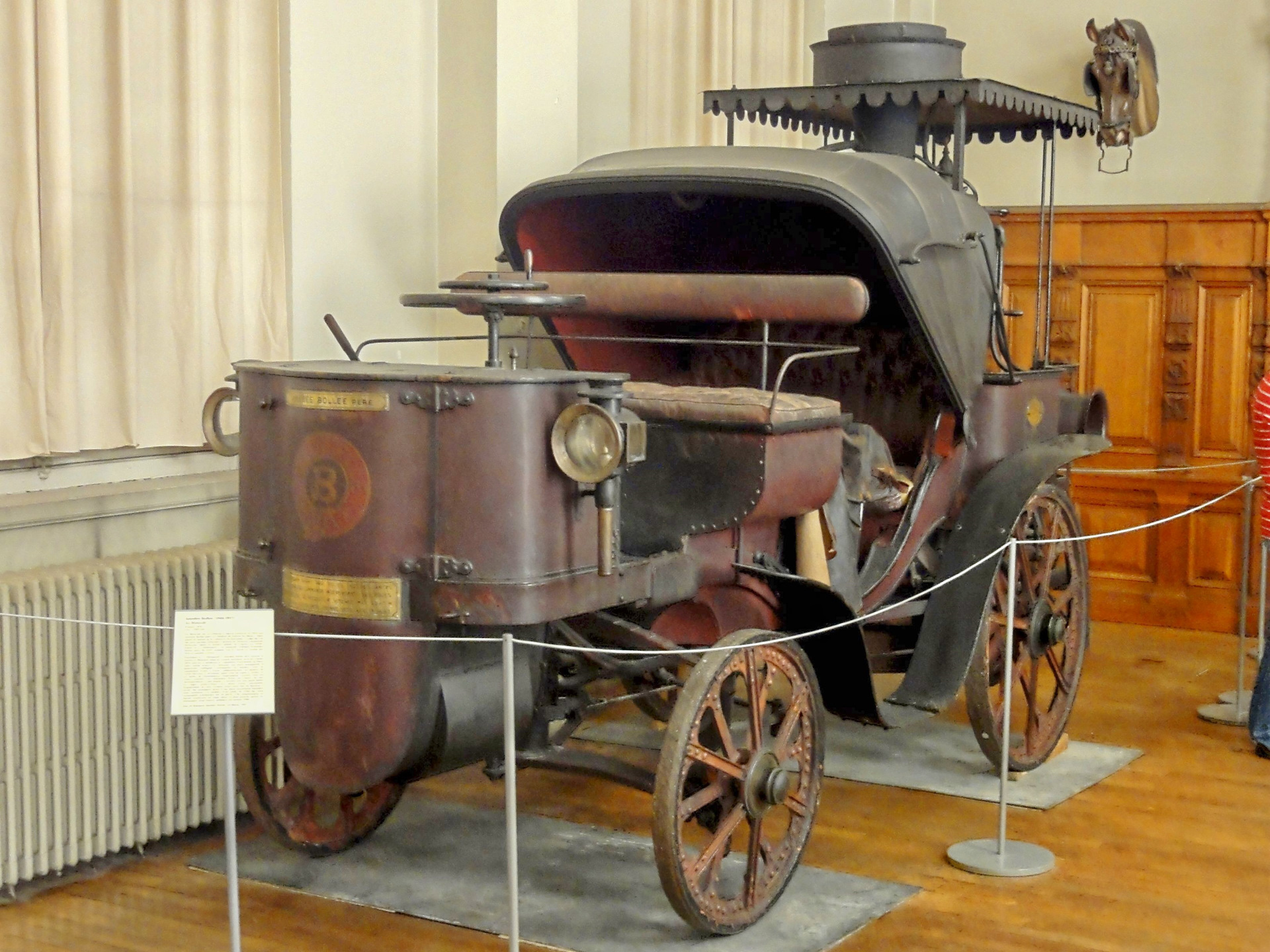 или картинка первого автомобиля с паровым котлом представлены разных размеров