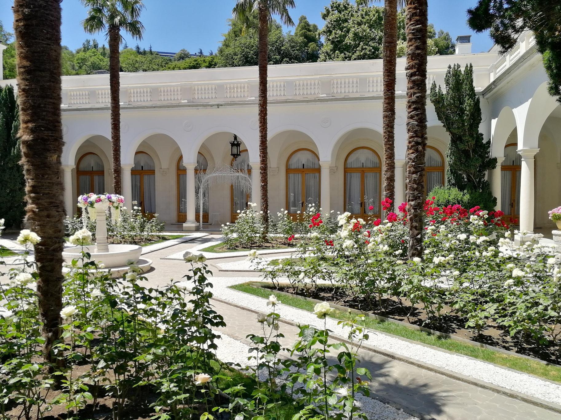 Лент, картинки ливадийского дворца во дворе