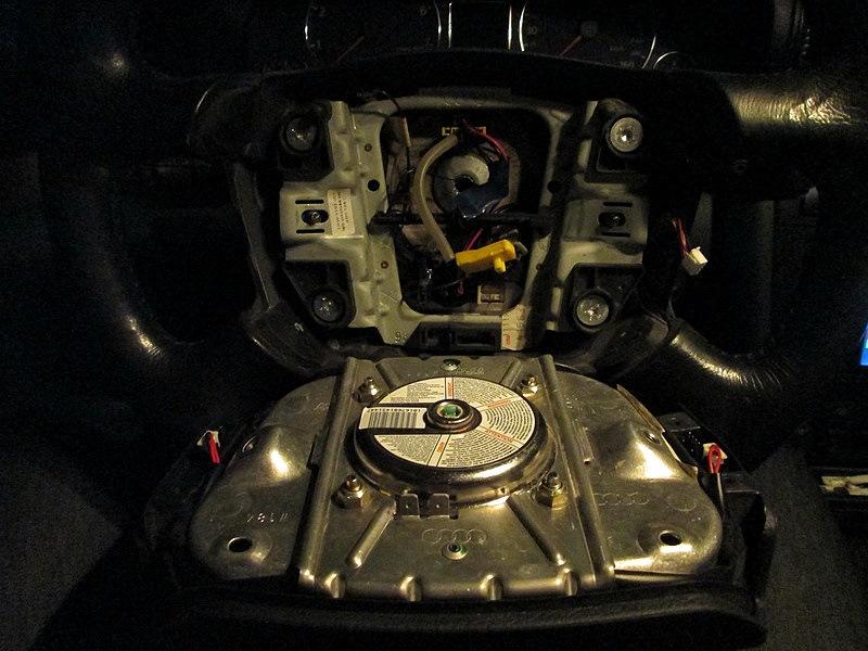 Ауди А4Б5 снятие подушки на руле