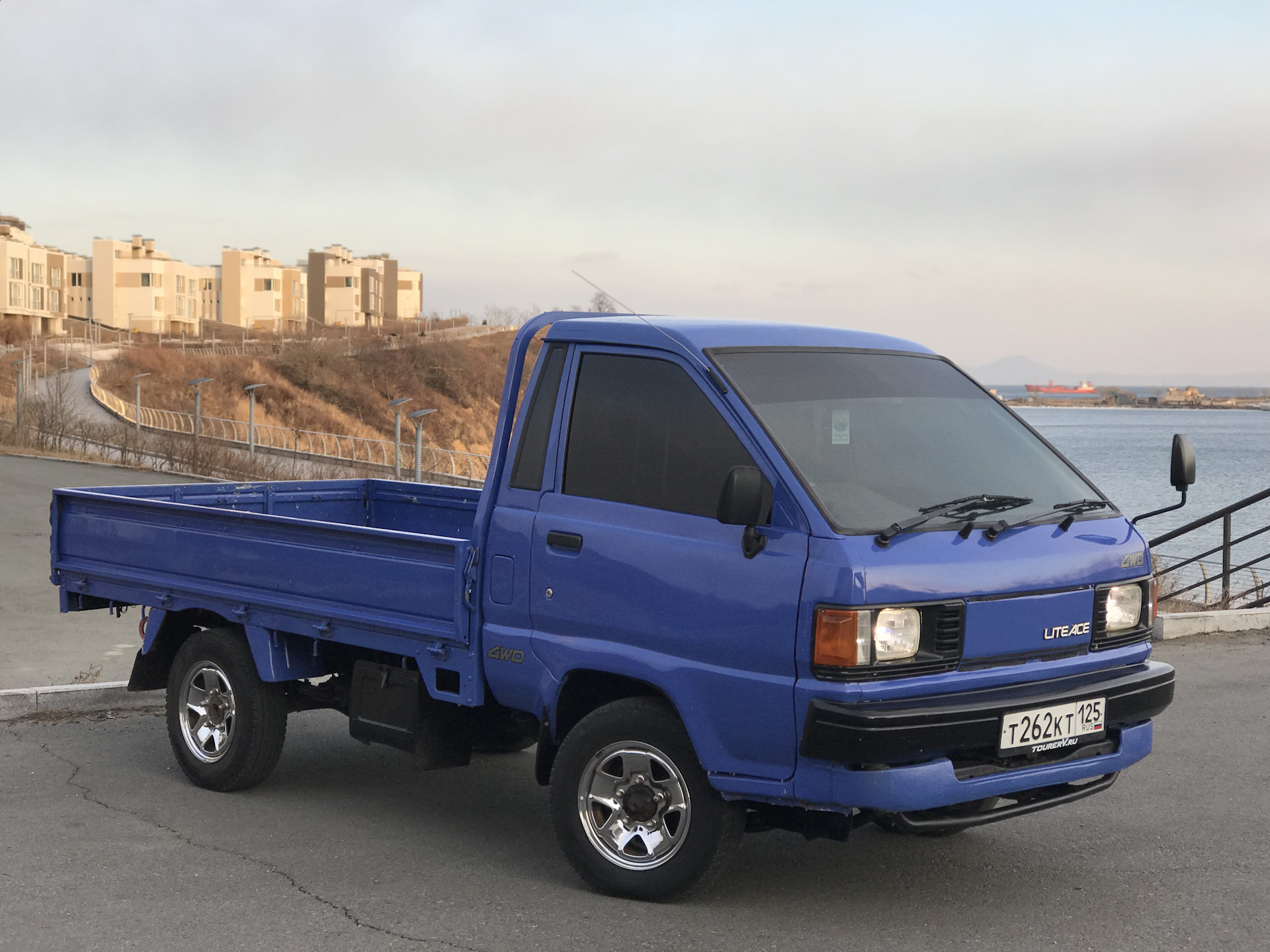 несколько фотографий фото грузовик литайс синий чем занимались
