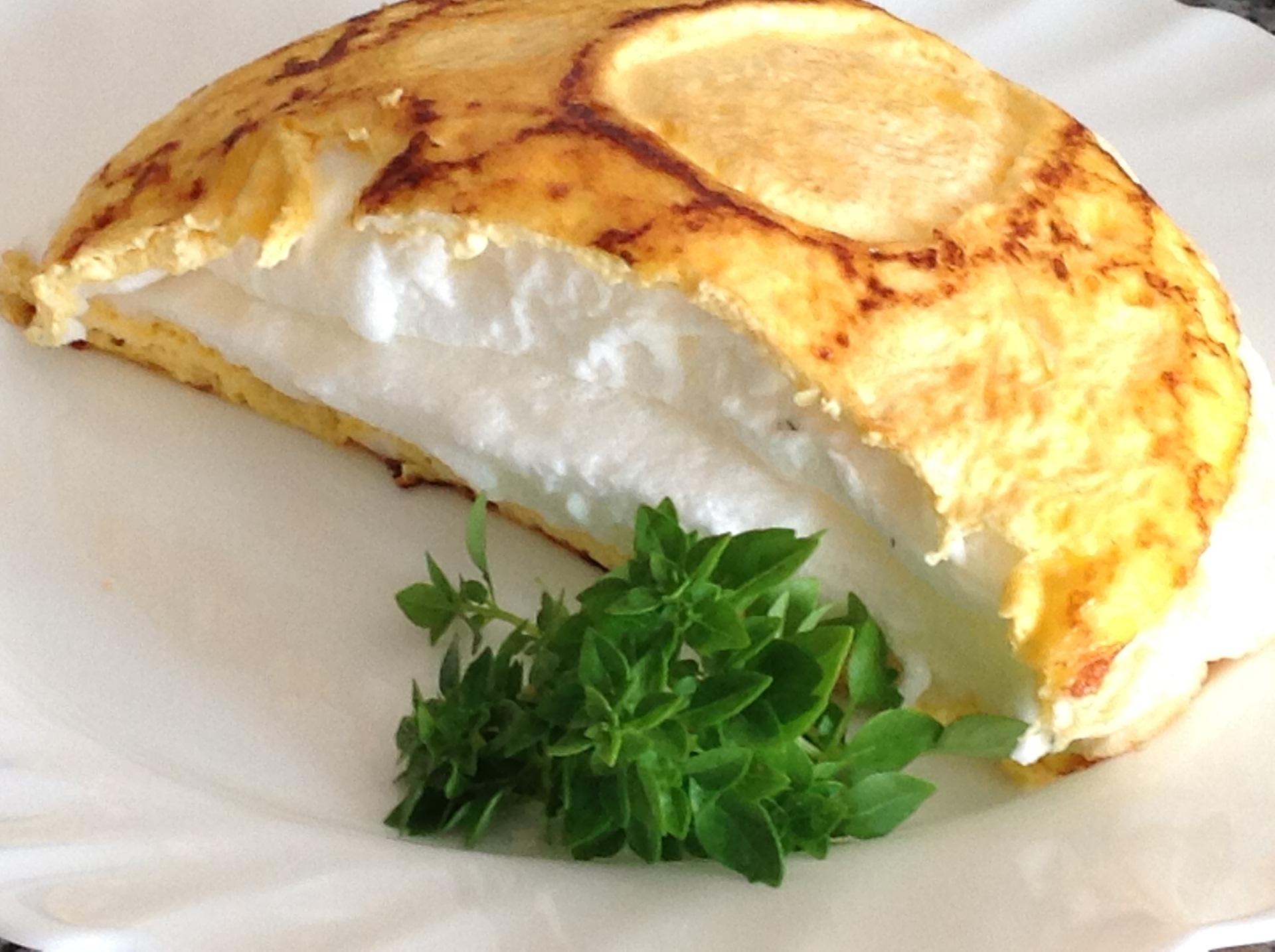 Двухслойный омлет с сыром.Обычное блюдо в необычном исполнении.