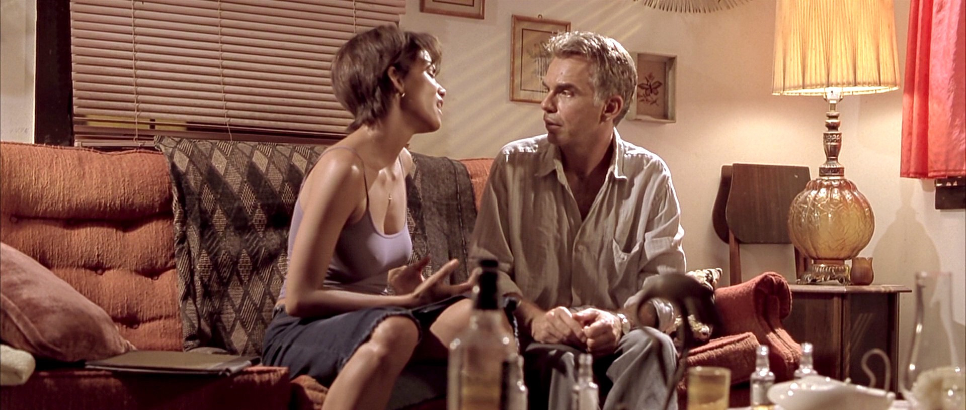 секс сцена с холли берри бар монстров